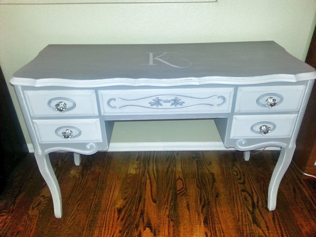 Flash Photo of Console Table in more detail